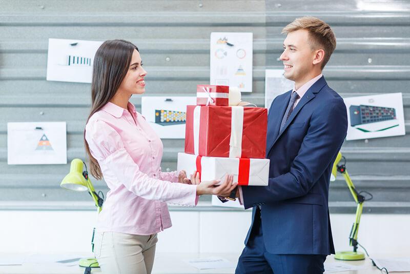 Tết này, tặng quà gì cho sếp?
